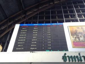 フアランポーン駅・搭乗案内掲示板