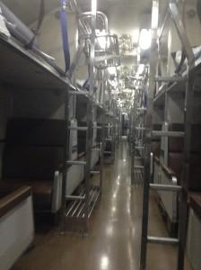 寝台列車内部