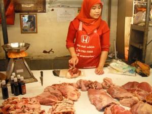 ミンブリの市場:肉屋(牛)