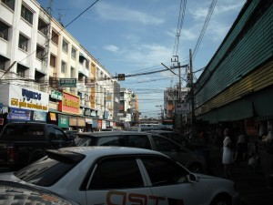 ミンブリの市場:外(駐車スペース)