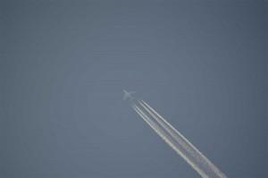 タイ東北地方(イサーン)上空を飛行する旅客機