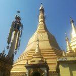 ミャンマーでは破れたり、すり減ったドル札は使えない