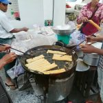 ミャンマー・ヤンゴン市内で出会った屋台:揚げ物屋