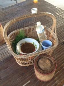 タンブンに持ってゆく、お米、水、おかず