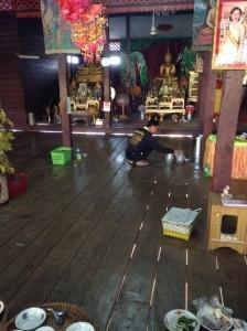 村のお寺の仏様です