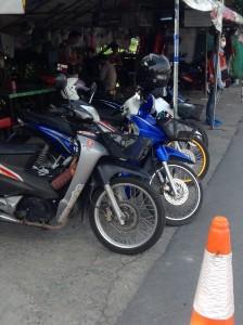 バイク・タクシーの待機場