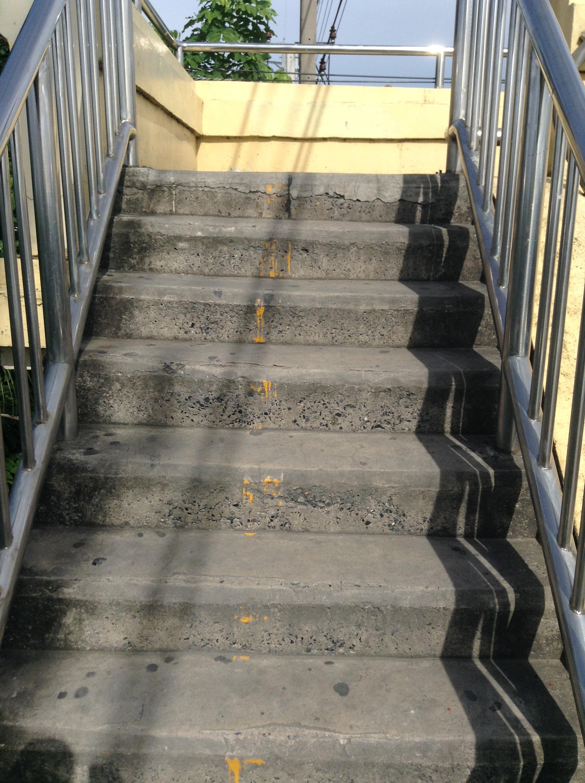 タイの階段の踏み面が狭いのはどういうことか?
