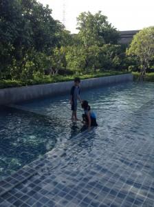 リゾートホテルにあるようなプール