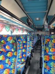 長距離バスの車内