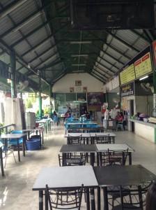 途中の休憩所の食堂