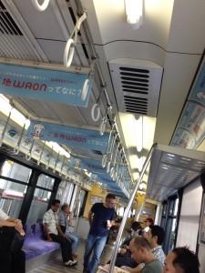 イオン沖縄ライカム仕様の車両の車内広告はすべて、イオンの広告