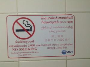 トイレ内の禁煙表記