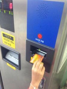 カードを入れて500ウォン返してもらう