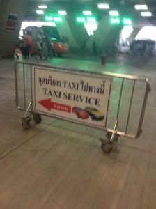 タクシー乗り場を示す掲示板