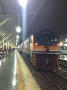 先頭のディーゼル機関車