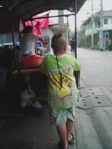 タイのちょんまげ?ワイ・チュグをした少年