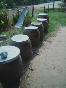 雨水を貯める瓶